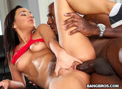 Amara Romani face sex anal cu negri cu pula imensa