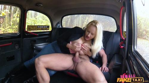 Curva blonda Angel Wicky sex in masina porno 2019 . 6